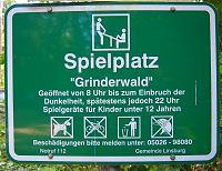 Das Spielplatz-Schild am Eingang